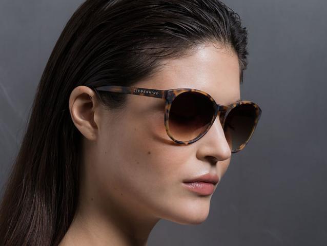 Frau mit Sonnenbrille von Liebeskind