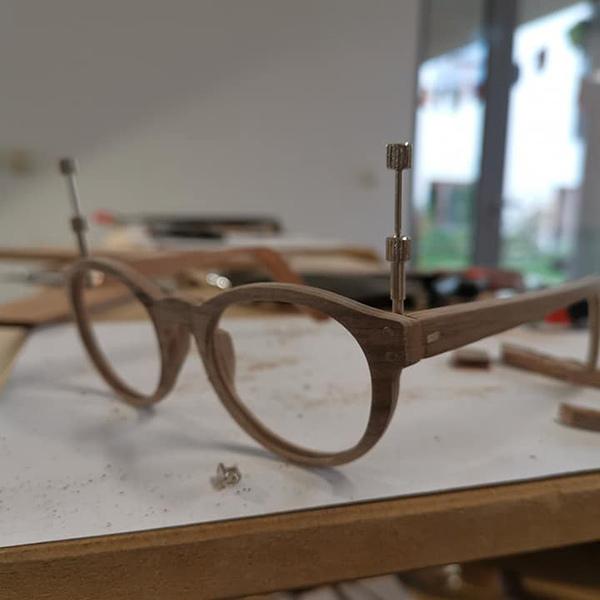 """""""Handmade"""" Holzbrillen bei Wagner Optiker"""
