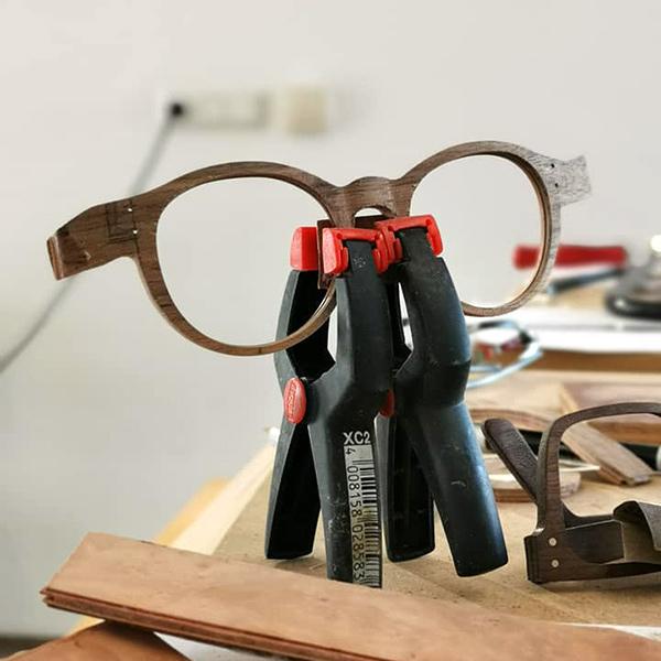 """""""Handmade"""" Holzbrillen bei Wagner Optiker #6"""